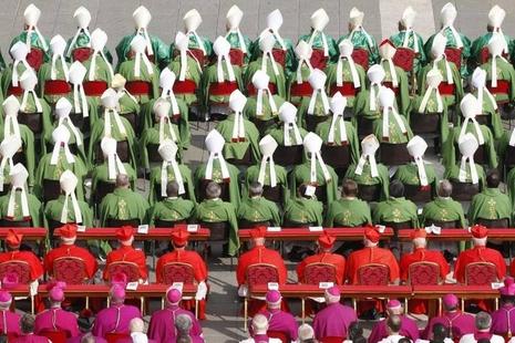 Il Papa apre il Sinodo dei Vescovi e proclama due nuovi 'dottori della Chiesa'