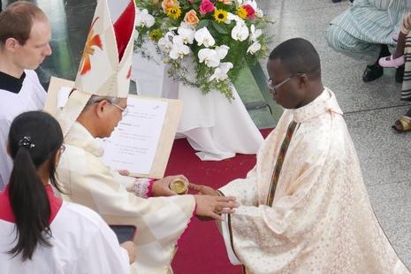 C_TA_Togo-priest_1